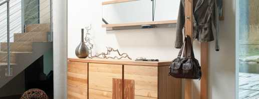 Выбор вешалки с тумбочкой для прихожей под обувь, существующие модели