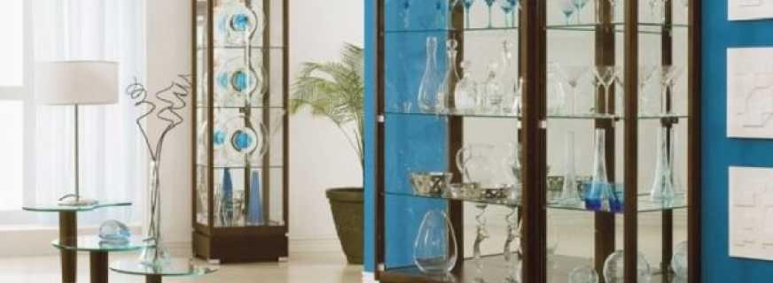 Обзор шкафов под посуду со стеклом, правила выбора