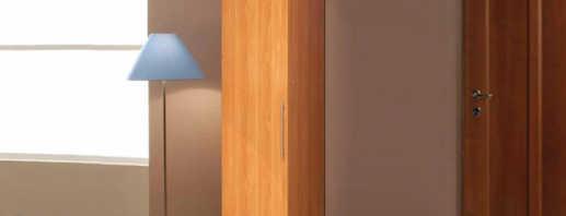 Особенности шкафов пеналов для одежды, правила выбора