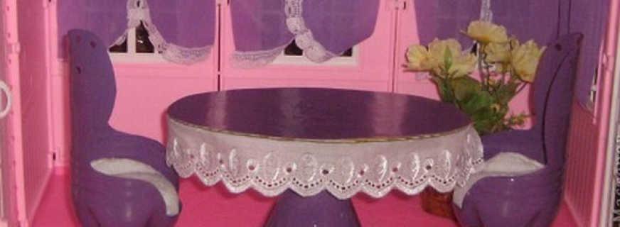 735b572c8_872x320 Домик и мебель для кукол своими руками из картона: схема, выкройка, фото. Как сделать кровать, диван, шкаф, стол, стулья, кресло, кухню, холодильник, плиту, коляску для кукол из картона своими руками