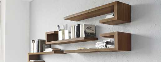 Рекомендации по размещению полок над столом в интерьере разных комнат