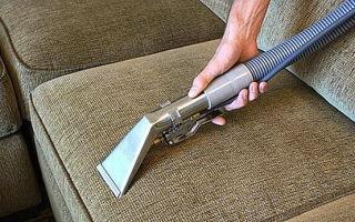 Чем почистить мягкую мебель в домашних условиях, выбираем средство