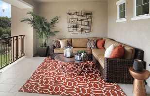 Преимущества использования дивана на балконе, критерии выбора