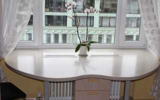 Нюансы размещения кухонного стола на подоконнике, его плюсы и минусы