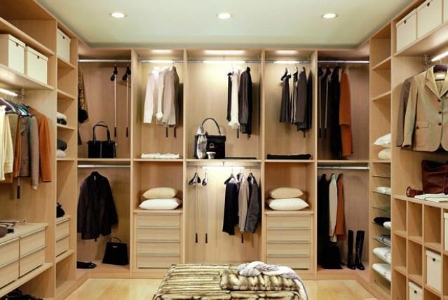 Большое количество одежды требует вместительного шкафа