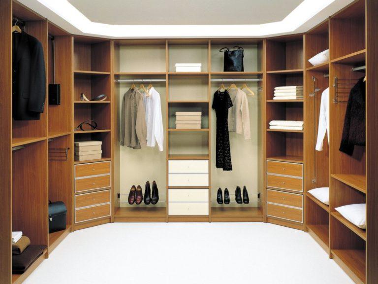 Гардеробная в коридоре если находится, важно правильно оформ.
