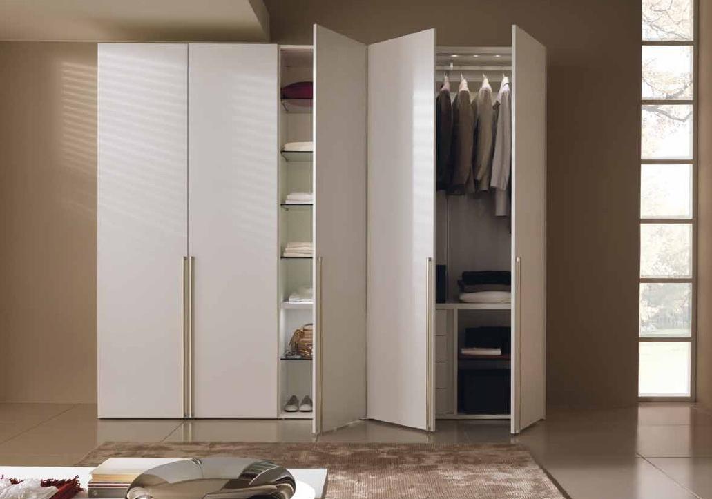 Гардеробный шкаф с распашными дверями