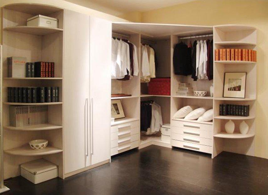 Как выглядит открытая гардеробная