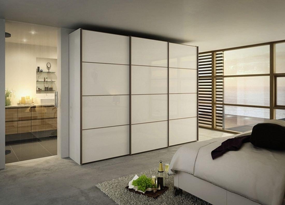 Корпусный шкаф в спальне