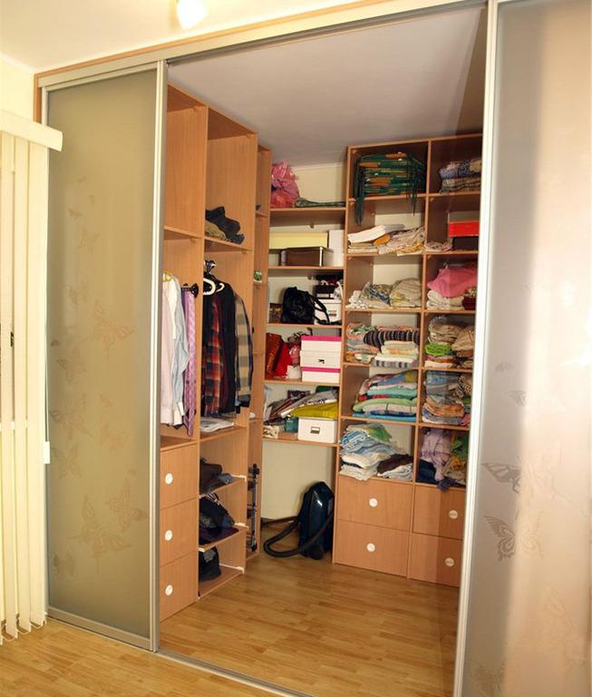 Маленькая гардеробная комната от 2 метров