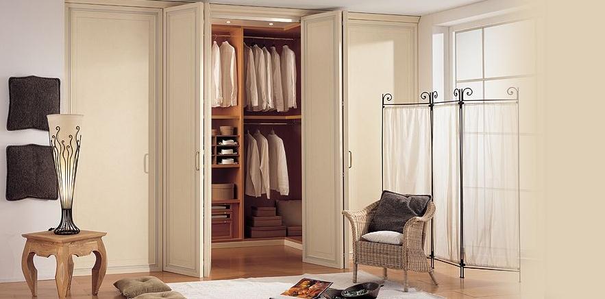 Мини гардеробная с дверью