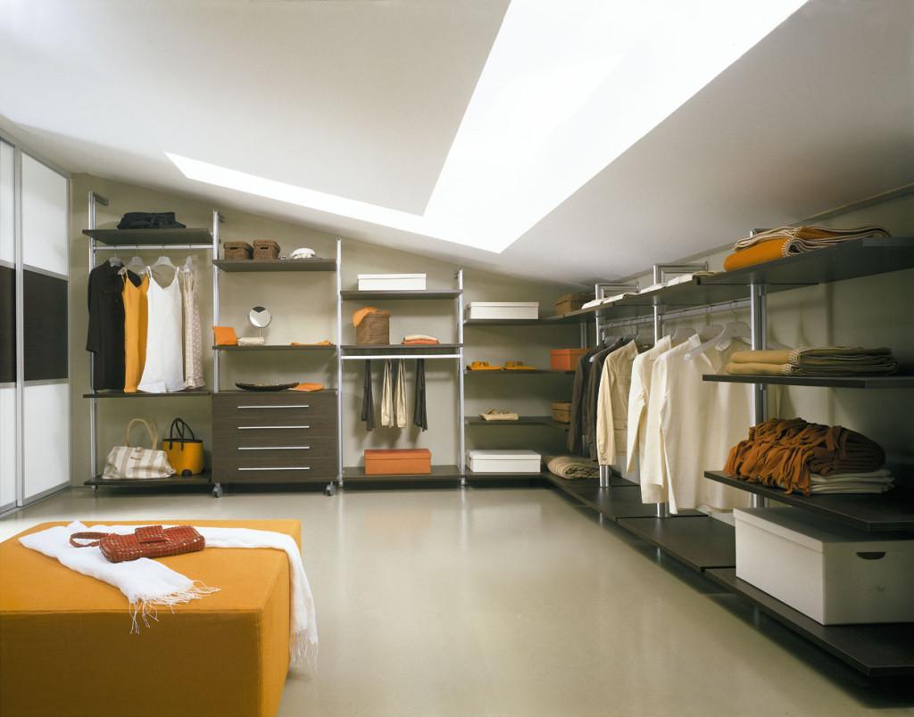 Нужна ли гардеробная в спальне