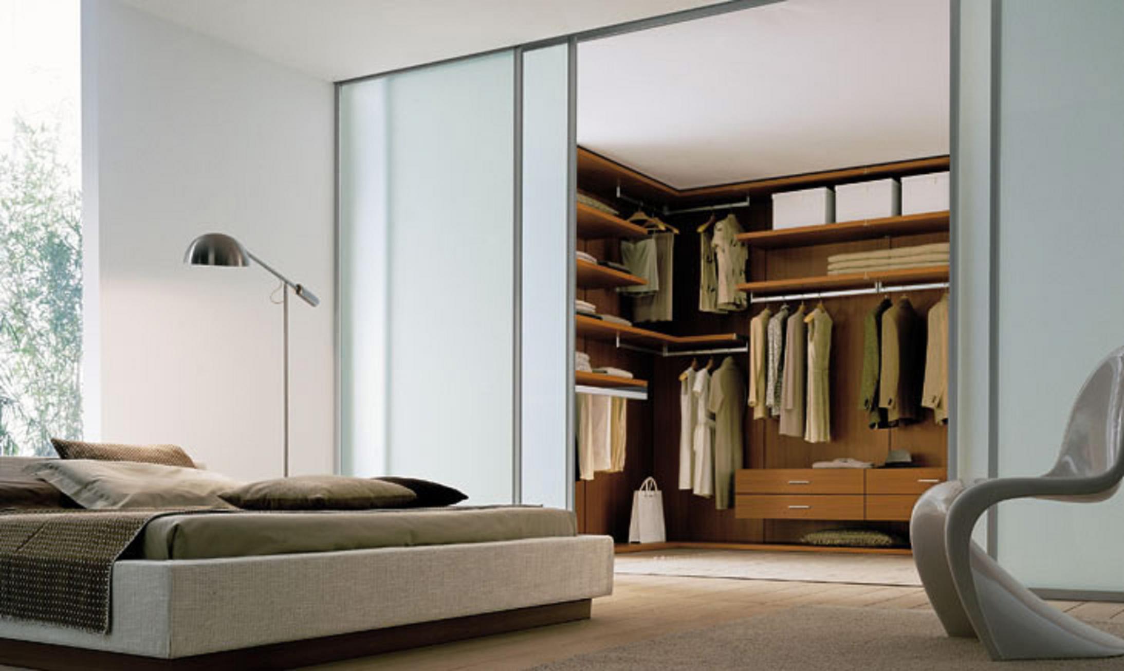 Обратите внимание на встроенные гардеробные