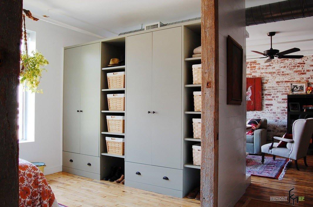 Шкаф в стиле лофт в спальню