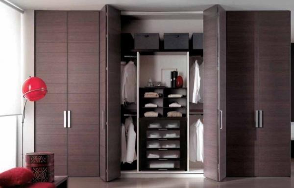 Удобные дверцы гардеробной