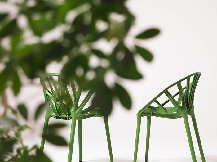 Аккуратная мебель на основе пластика для сада