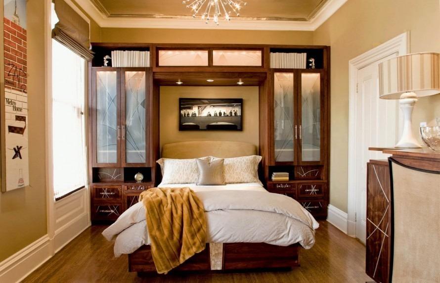 Асимметричное расположение мебели в спальне