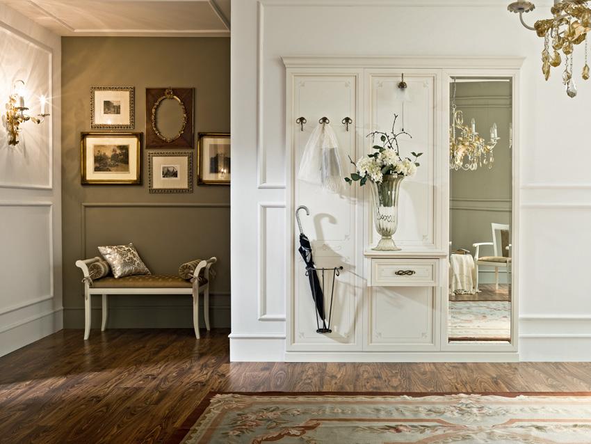 Белая красивая мебель для прихожей классического стиля