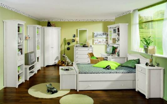 Белая мебель для детской комнаты смотрится красиво