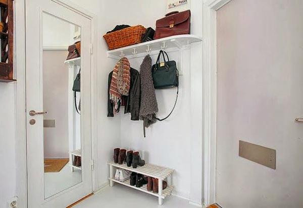 Белая мебель для небольшого коридора для дома