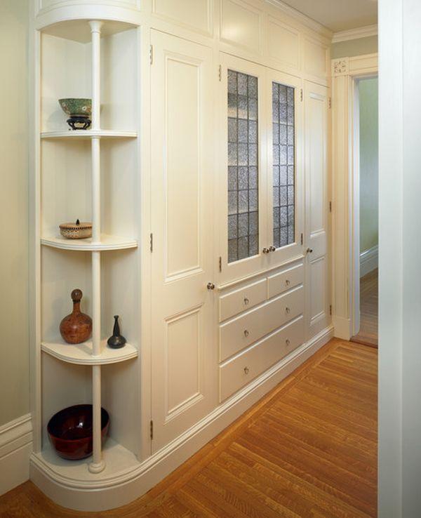 Белая мебель для обустройства коридора