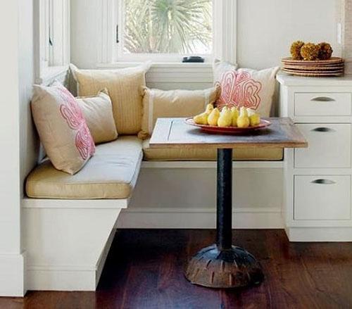 Белая мягкая мебель в кухню