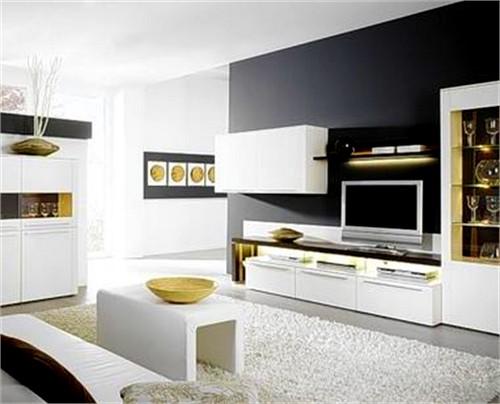 Белая практичная мебель для гостиной с глянцевой поверхностью