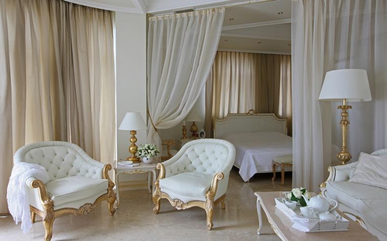 Оформление спальни в бело цвете