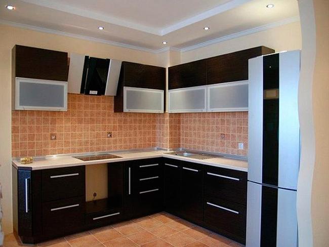 Черная матовая угловая кухня