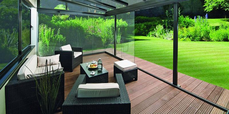 Черная садовая мебель на основе ротанга для дачи