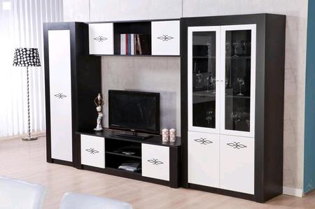 Черно-белая мебель для гостиной