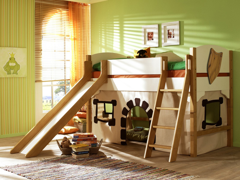 Деревянная мебель для детской комнаты
