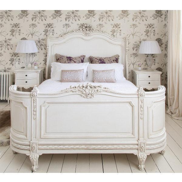 Деревянная мебель для спальни в стиле прованс