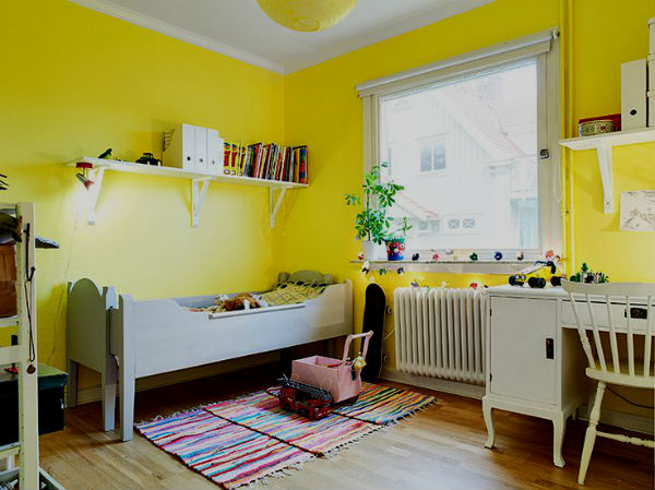 Детская белая мебель с желтым