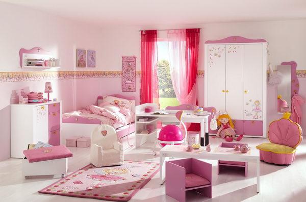 Детская с большим количеством мебели