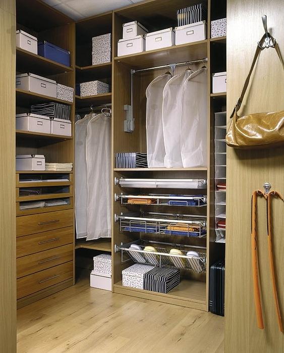 Дизайн маленькой гардеробной комнаты