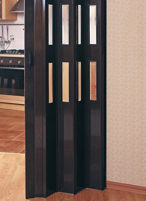 Дверь гармошка выглядит привлекательно в гардеробной
