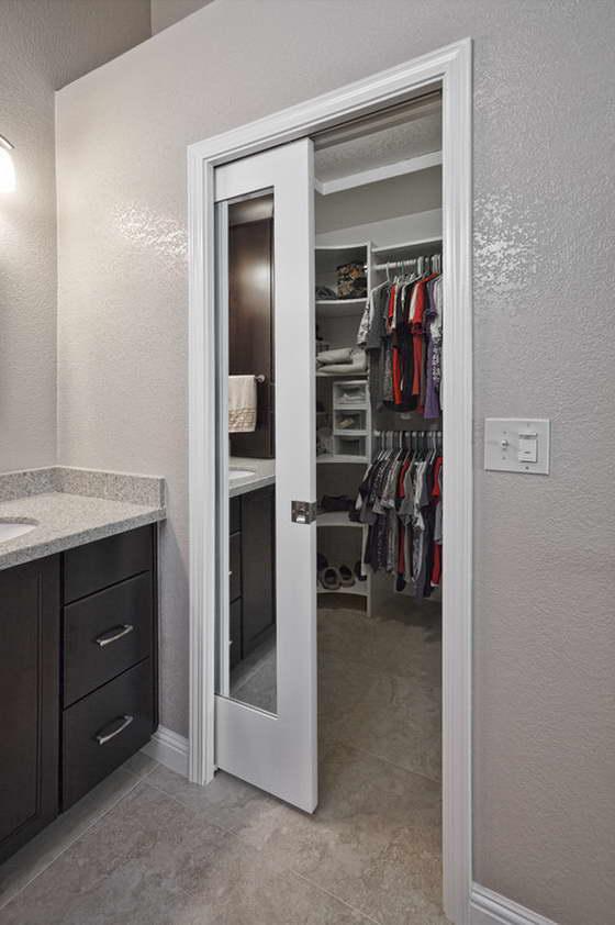 Раздвижная дверь-пенал для гардероба