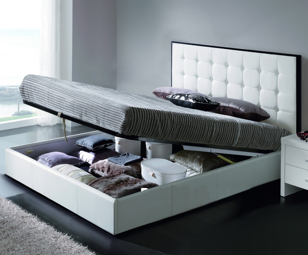 Функциональная кровать для спальни