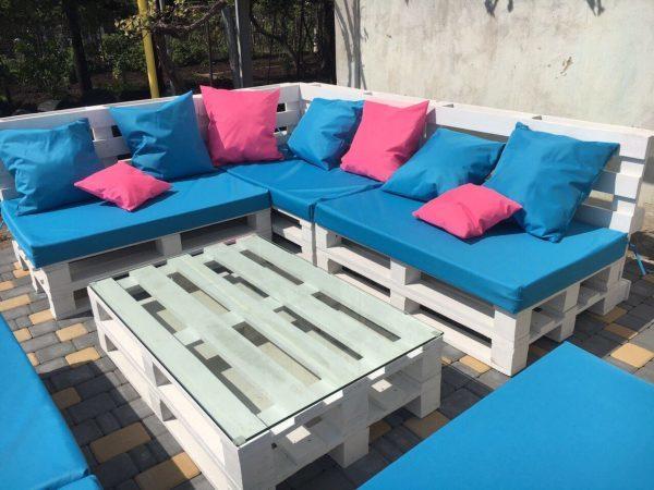 Голубая садовая мебель из поддонов