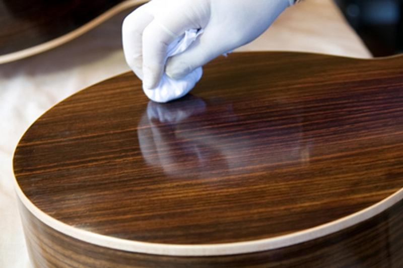 Как быстро удалить жир с полированной поверхности