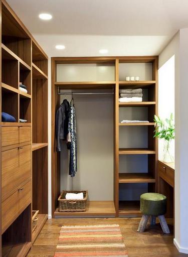 Как обустроит гардероб, размером 4 кв.м