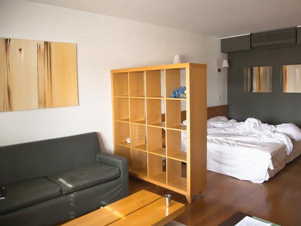 Как правильно выбрать расположение мебели в спальной комнате