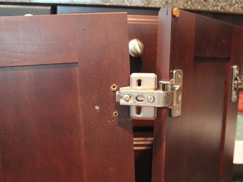 Поломка дверц мебели