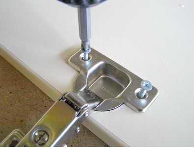 Как создать отверстие для установки мебельных петель