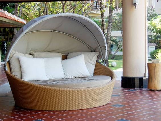 Как выбрать мебель для уличного отдыха