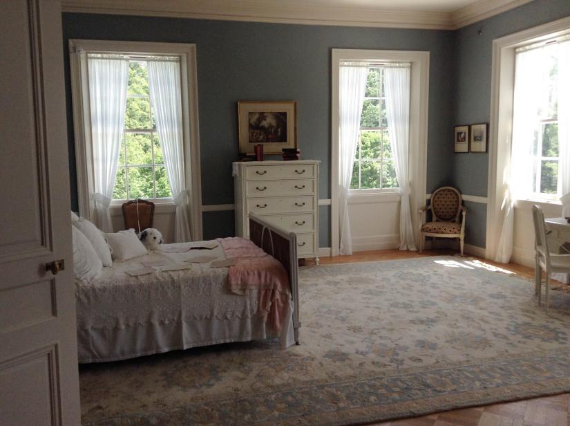 Как выглядит мебель в спальню в классическом стиле
