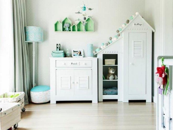 Классическая мебель белого цвета для детской