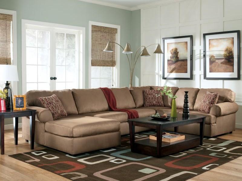Классическая мягкая угловая мебель для обустройства гостиной