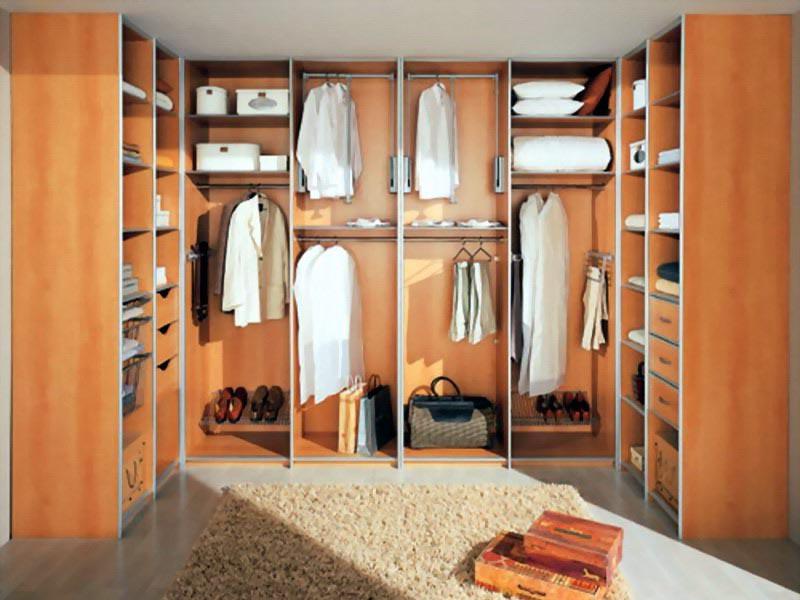 Классическая отделка гардеробной комнаты